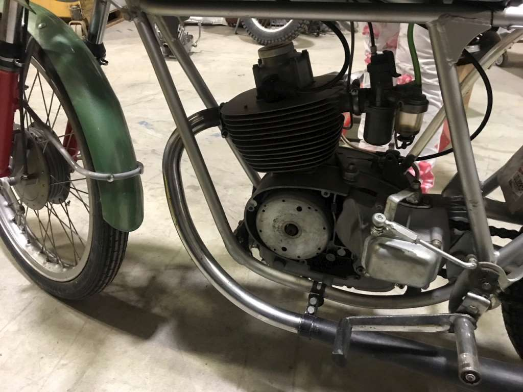 moto complete moto motom 92 4 tempi tipo corsa cambio a pedale. Black Bedroom Furniture Sets. Home Design Ideas